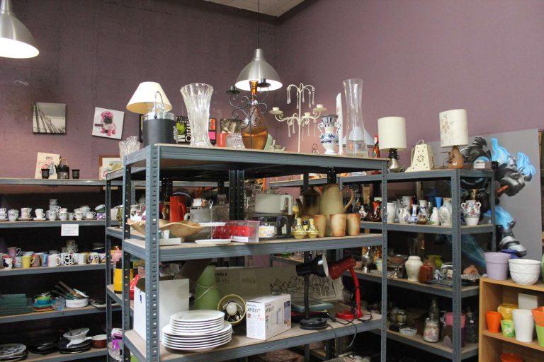 étagère objets de table